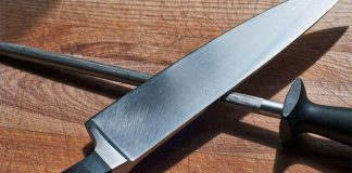 Knife and sharpening steel