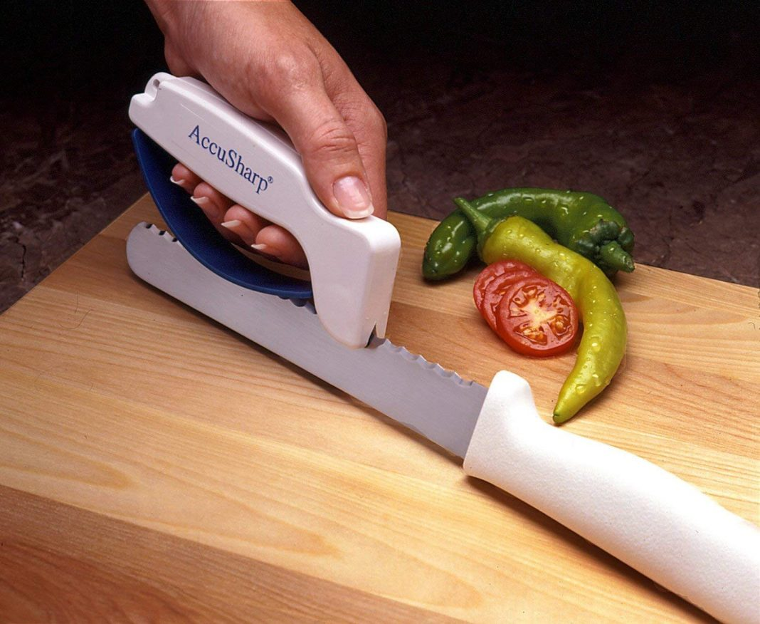Manual knife sharpener